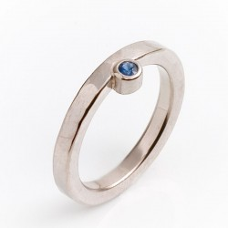 Ring, 750 white gold, sapphire