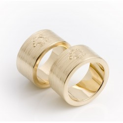 Thick wedding rings, 585 gold, with external engraving