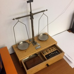A look into the goldsmith's shop: gold scales