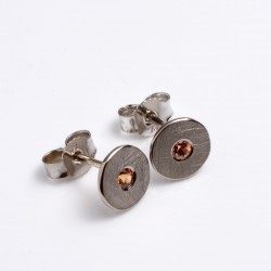 Stud earrings, 750 white gold, mandarin garnet