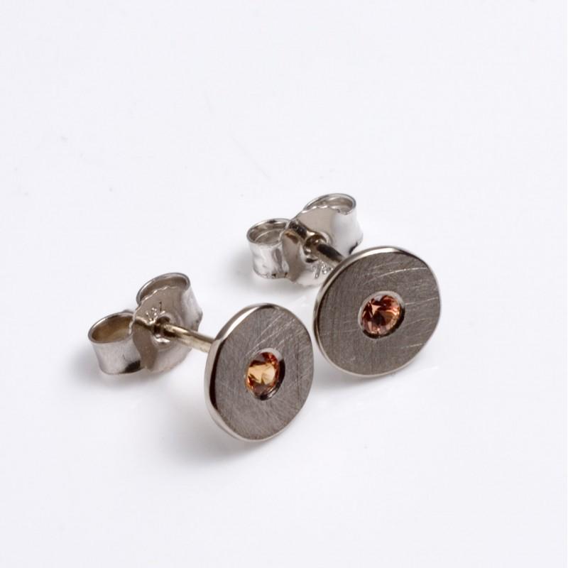 Stud earrings, 750 white gold, mandarin garnet
