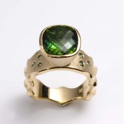 Ring 750 gold, green tourmaline, green diamonds