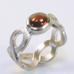 Pigtail ring, 925 silver, garnet