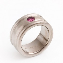 Ring, 750 white gold, pink rhodolite