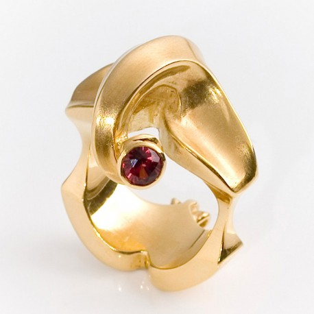 Elephant ring, 750 gold, red spinel