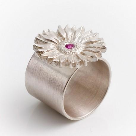 Ring, edelweiss. 925 silver, garnet