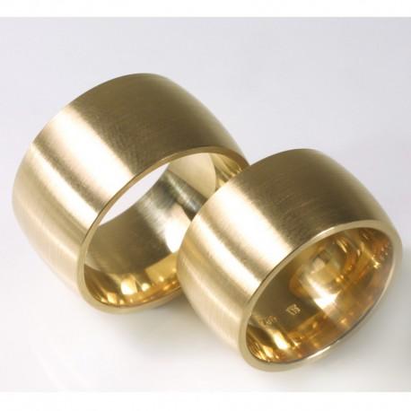 besondere breite und gew lbte eheringe aus 750 gold sind ein zeichen. Black Bedroom Furniture Sets. Home Design Ideas