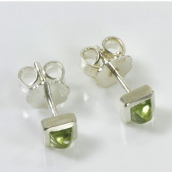 Stud earrings, 925 silver, peridot pyramids