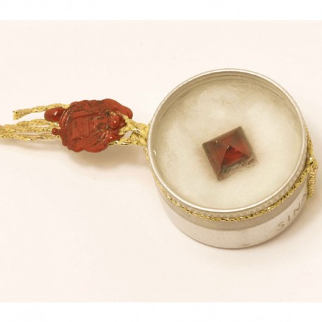 Gemstone garnet: gift
