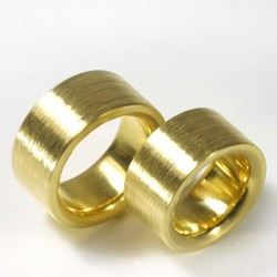 Wide wedding rings, 750 gold