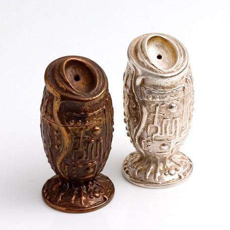 Pfefferstreuer: Bronze, Salzstreuer: 925- Silber