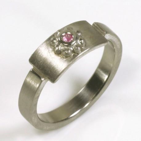 Ring, 950 palladium, pink sapphire