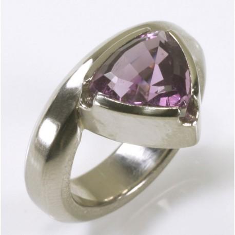 Ring, 950 palladium, amethyst trillion