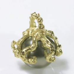 Octopus pendant, 750 gold, Tahiti pearl