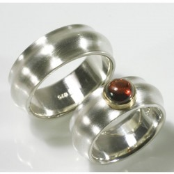 Domed wedding rings, 925- silver, 750- gold, garnet