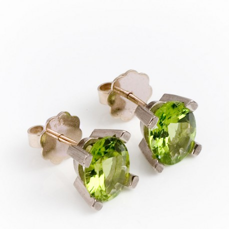 Stud earrings, 585- white gold, peridots