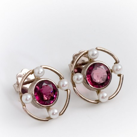 Stud earrings, 750 white gold, rhodoloites, pearls